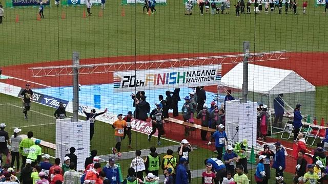 長野マラソンのゴールの様子