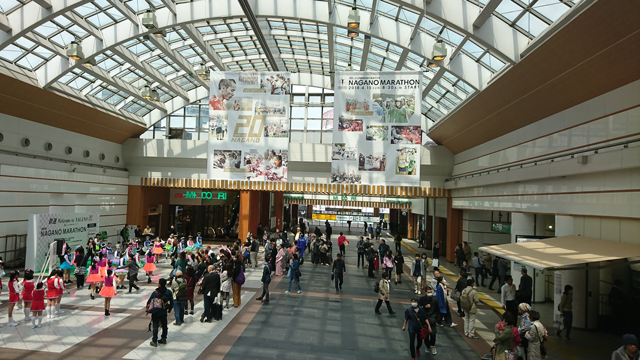 大会前日の長野駅の様子