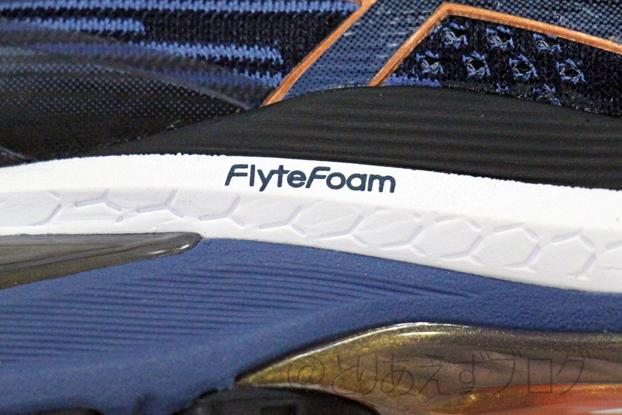 アシックス GT-2000 8のミッドソールのFlyteFoamのマーク