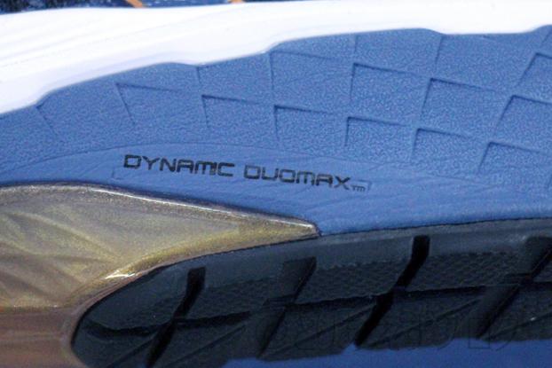 アシックス GT-2000 8のDYNAMIC DUOMAXのマーク