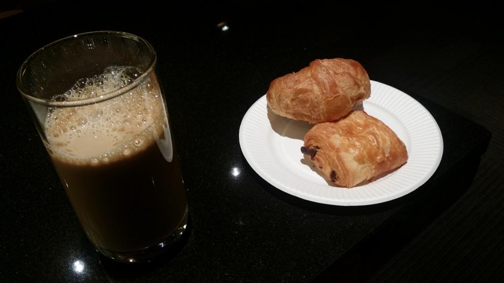 エアポートラウンジ(北) コーヒーとクロワッサン