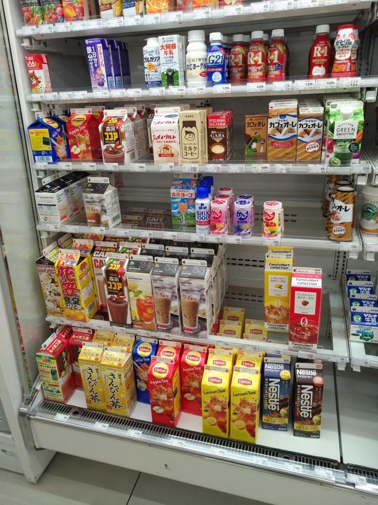 沖縄のファミマの飲料売り場