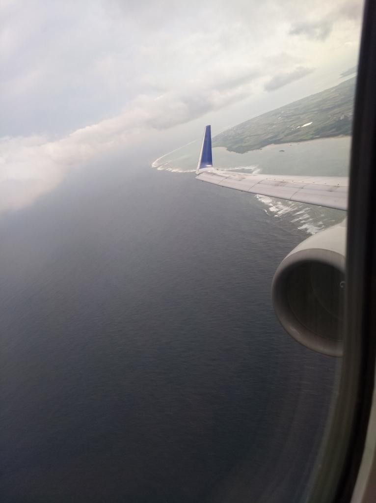 石垣空港上空。プレミアムクラスからの風景