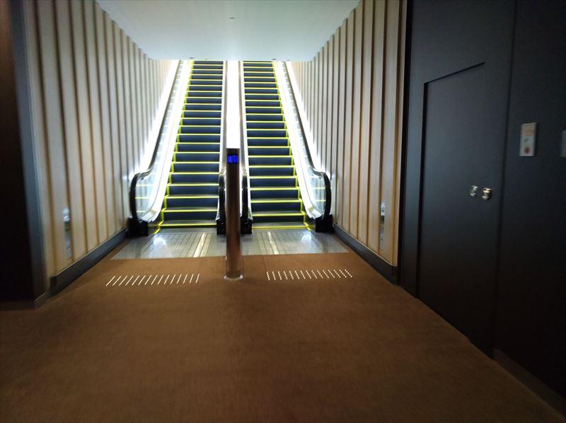 ANA ラウンジ入口 エレベータ 福岡空港