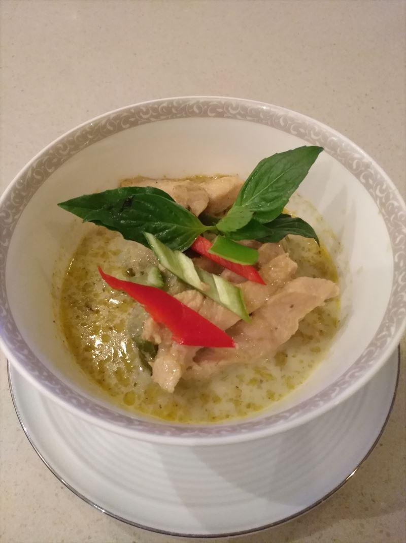 ロイヤルファーストクラスラウンジ 提供料理 タイ航空 グリーンカレー
