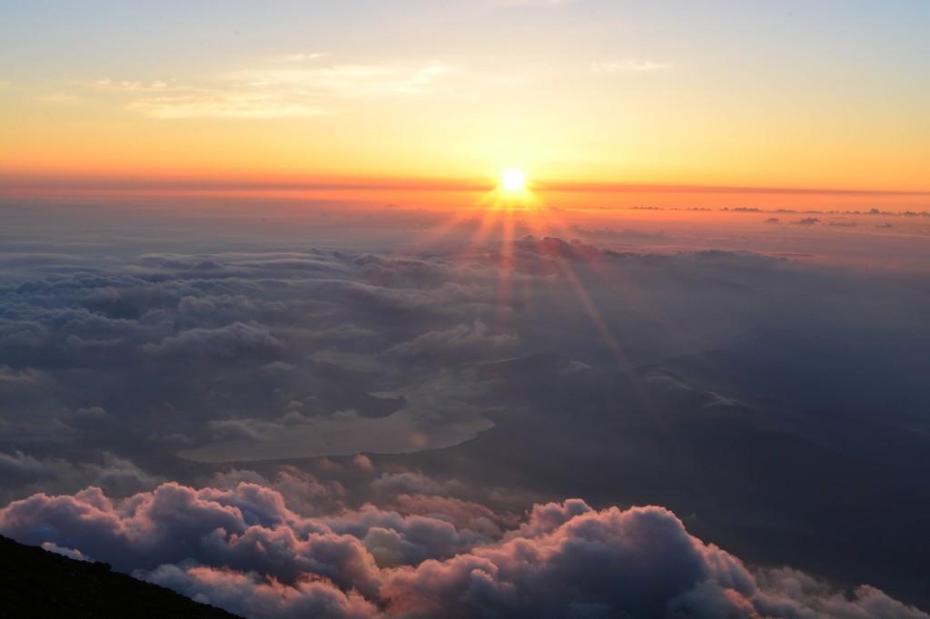 山頂から臨む初日の出