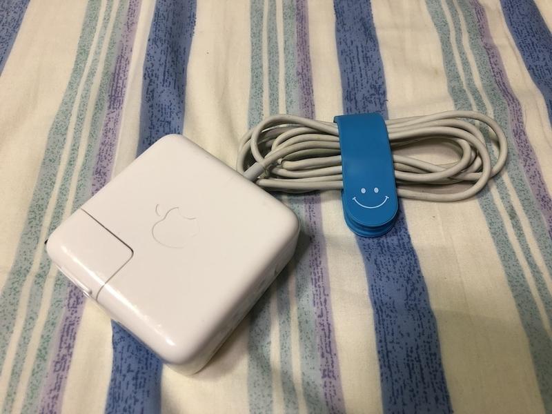 AQUALANDの万能クリップで充電器のケーブルをまとめてみる