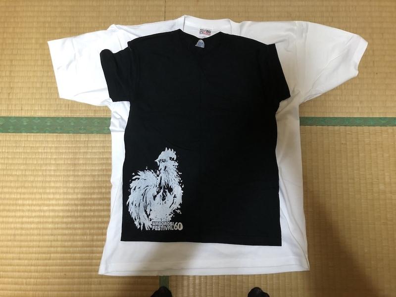 デラデラTシャツ5XLとMサイズのTシャツの比較