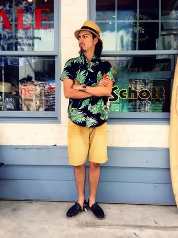 アロハシャツに麦わら帽子でハワイアン気分