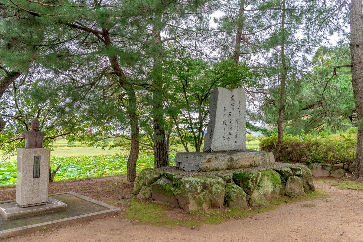 岡山市北区にある高松城址公園に「備中高松城本丸跡」が遺されている