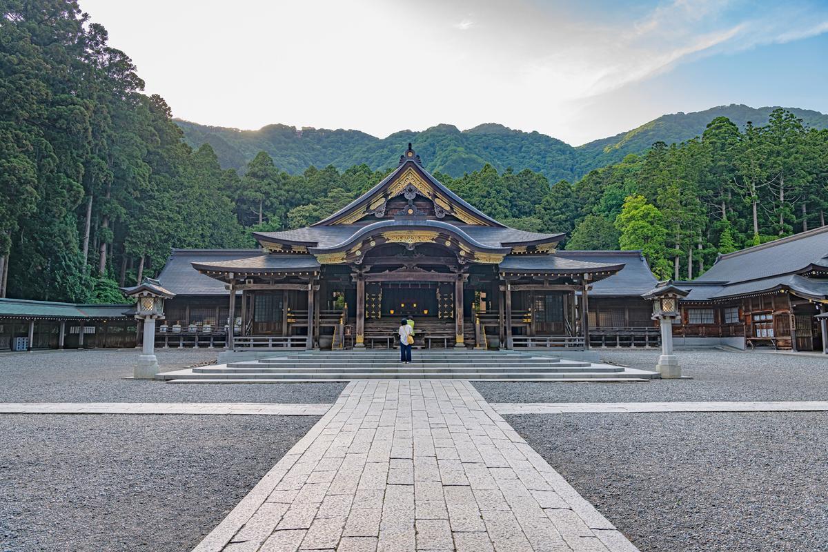 早朝の神社