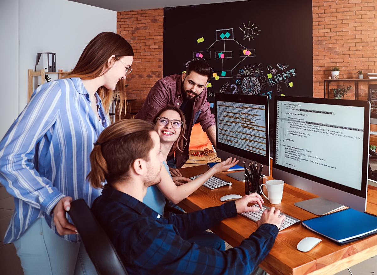 IT企業で働く人たち