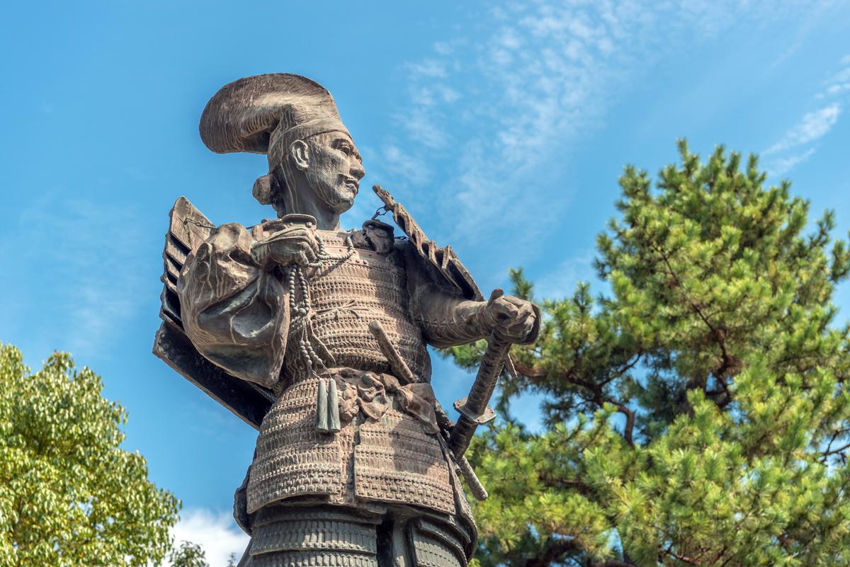 愛知県清須市の清洲公園内には「信長公出陣の像」がある