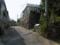 石碑のある路地