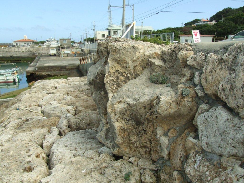 サンサンジーの石
