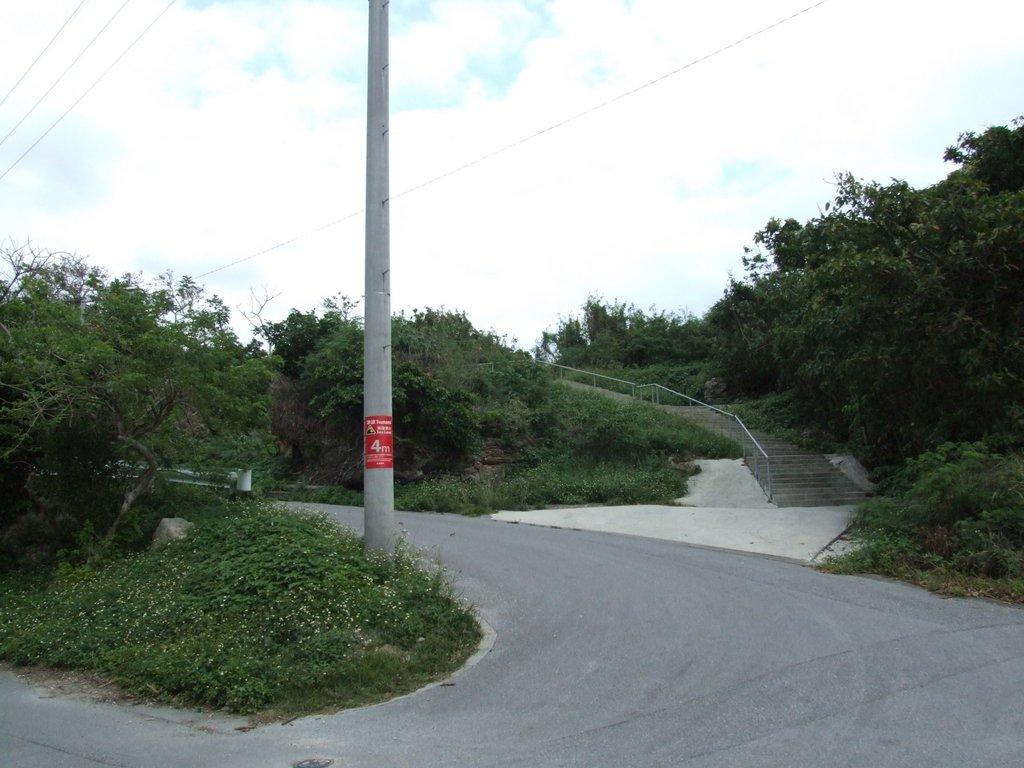 西ウグァン(西之嶽)への階段