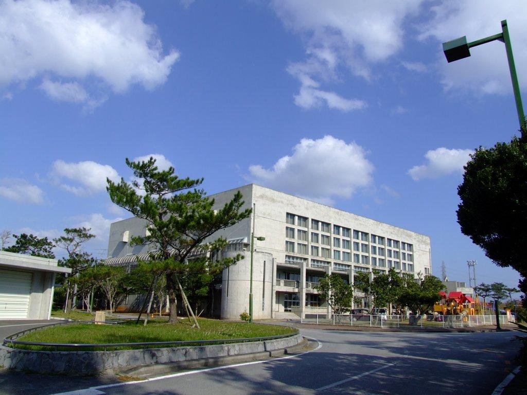 東風平運動公園体育館