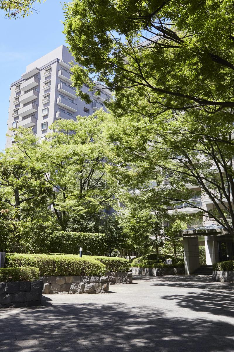 緑に囲まれたパークハウス多摩川の外観