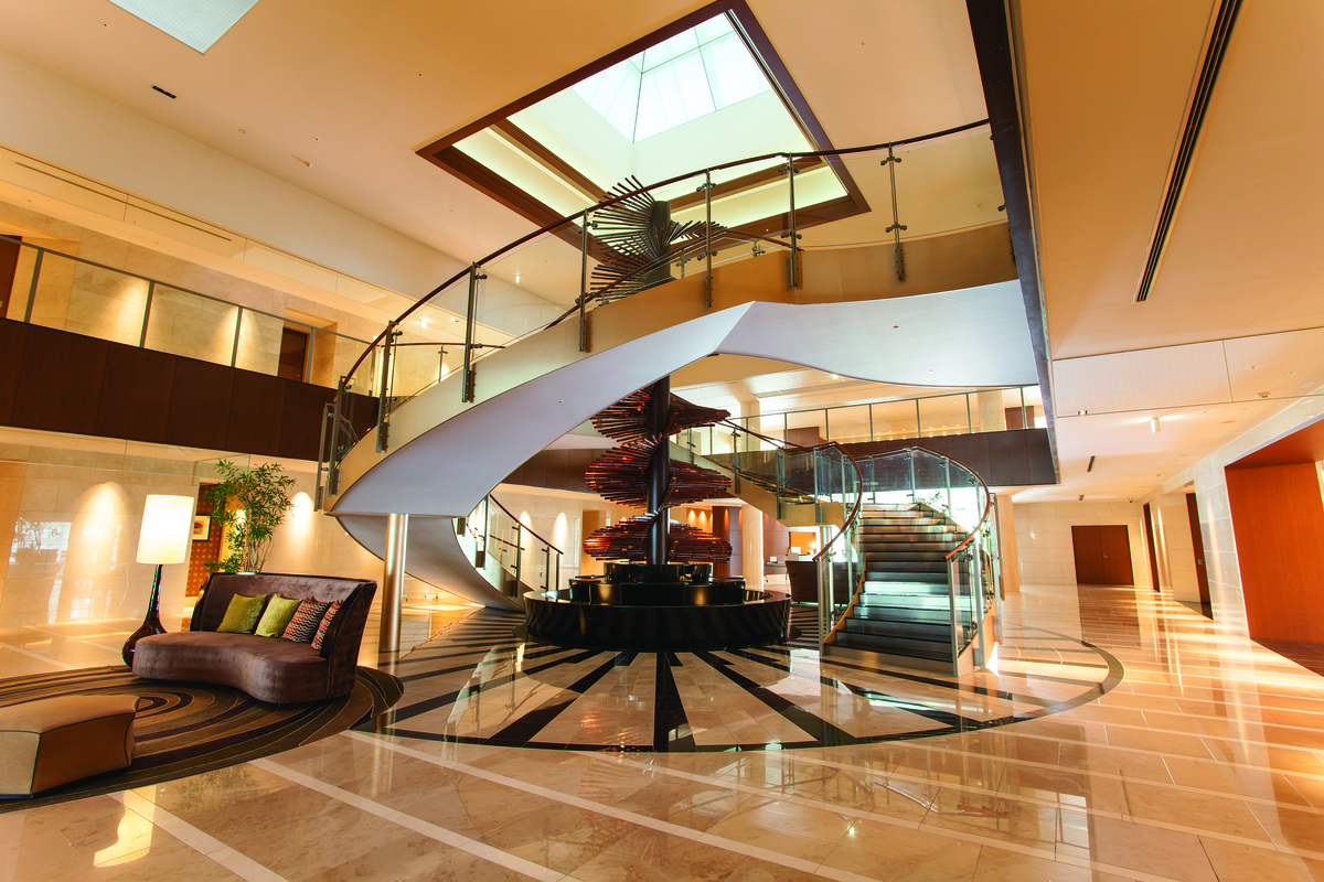 アーバンドック パークシティ豊洲 A棟のエントランスロビーのらせん階段の写真