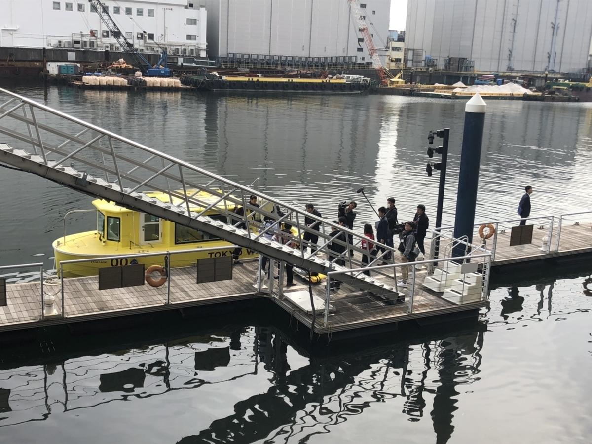 ワールドシティタワーズ専用の桟橋を使った搬送訓練の様子