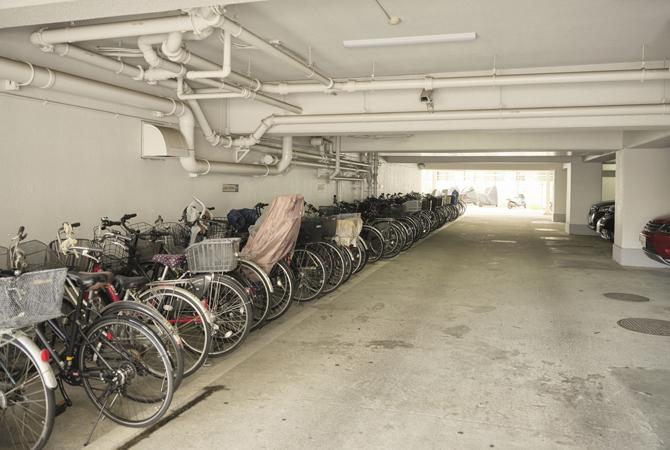 ワコー王子マンションの駐車場・駐輪場