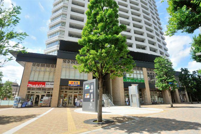 ザ・パークハウス 西新宿タワー60の下層部に入るお店やクリニック