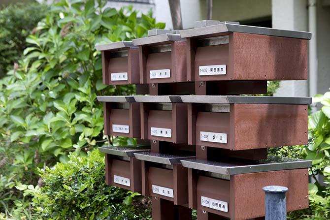 木製の郵便受け