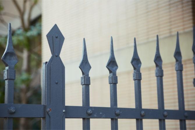 ハイコート山手パレ244の門扉は格調高い雰囲気