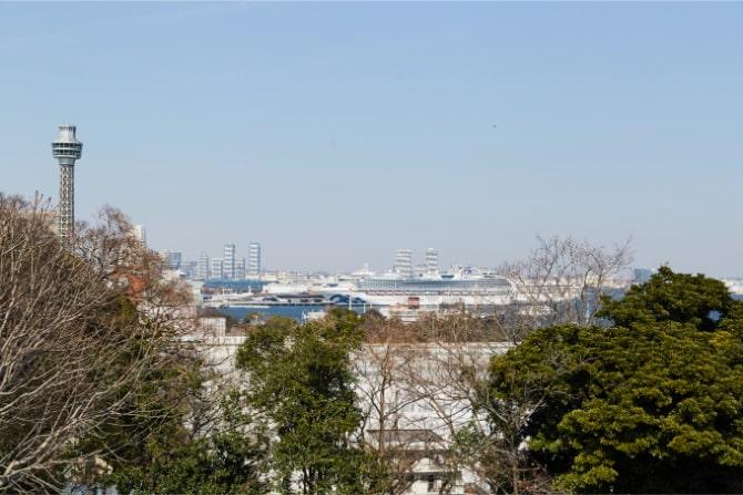 港の見える丘公園から眺める海と船