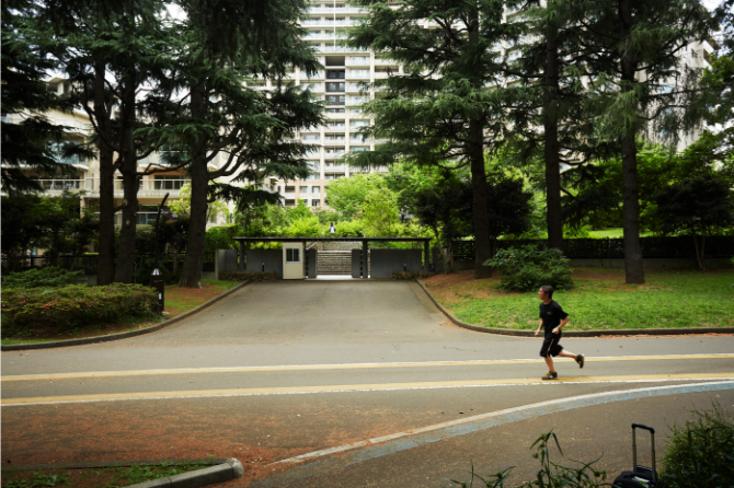 深沢ハウスと駒沢公園口エントランス