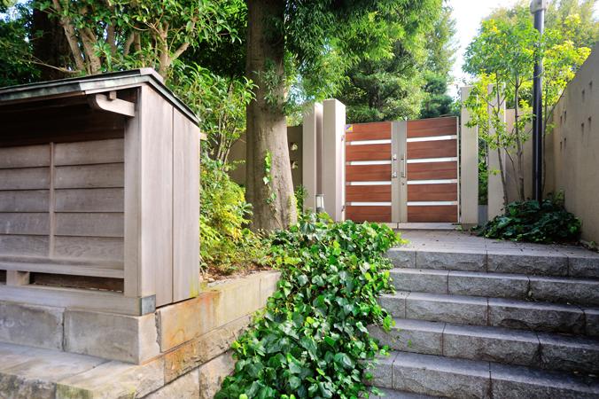 オーベル蘆花公園の住人専用キーを使って開ける門