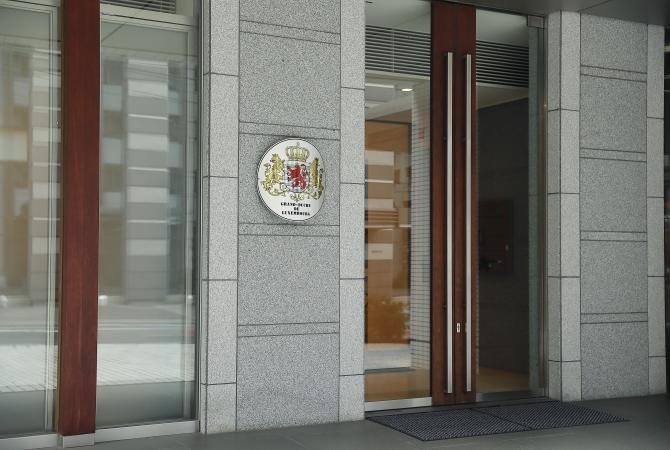 ルクセンブルグハウス1階にあるルクセンブルク大公国の大使館入口