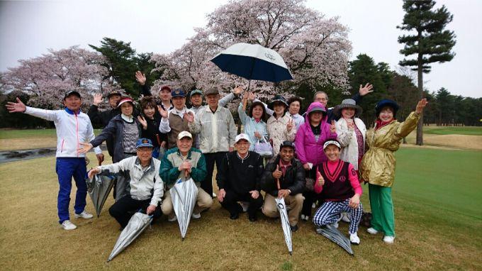 広尾ガーデンヒルズゴルフ会の集合写真