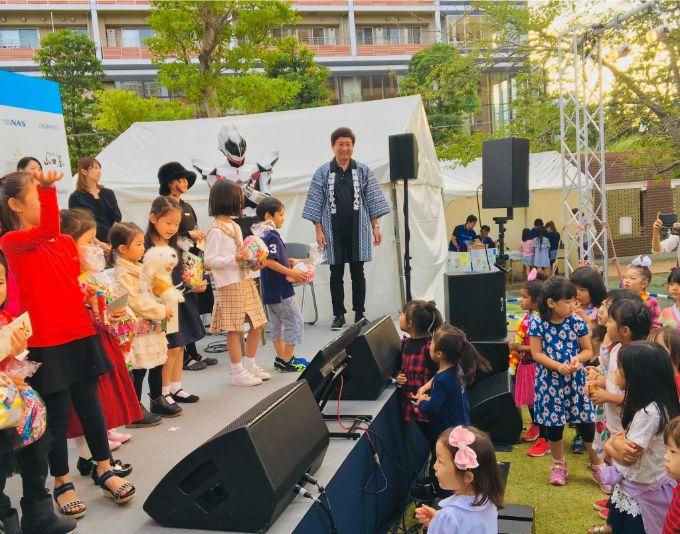 芝浦アイランド島祭りの子どもカラオケ大会