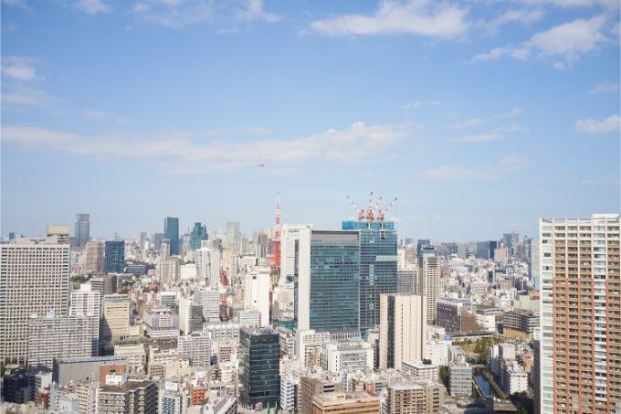芝浦アイランドケープタワーの西側には東京タワーと高層ビルが立ち並ぶ