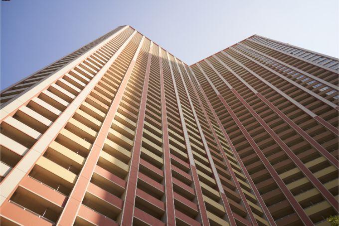 芝浦アイランドケープタワーを下から見上げる