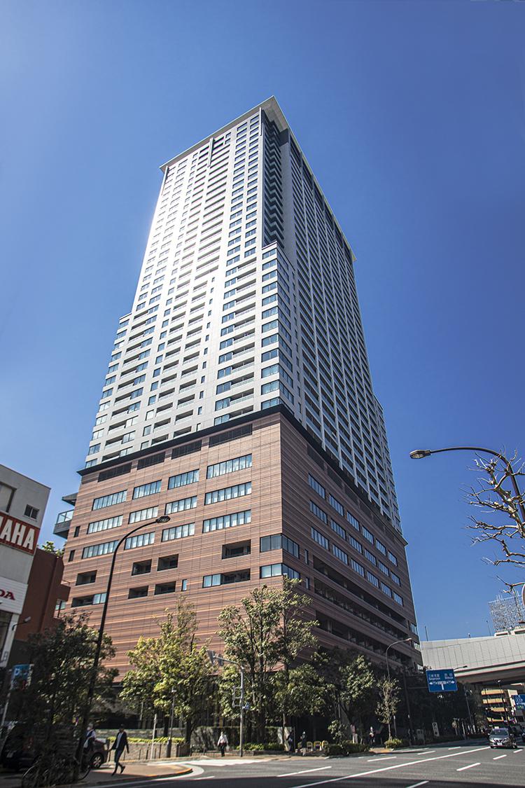 クロスエアタワーの外観