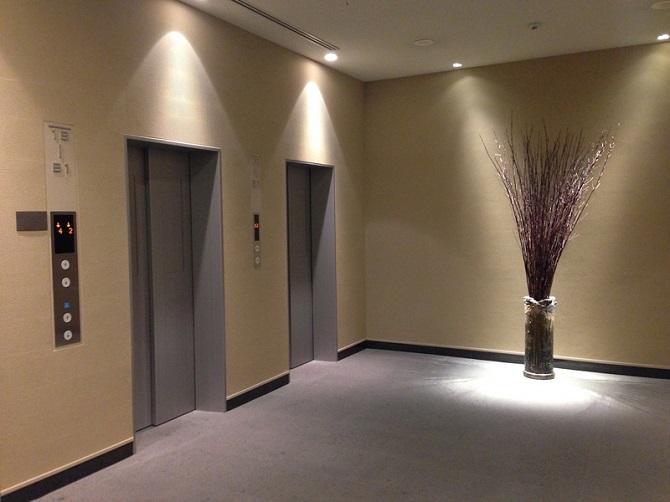 一新されたエレベーターホールの写真