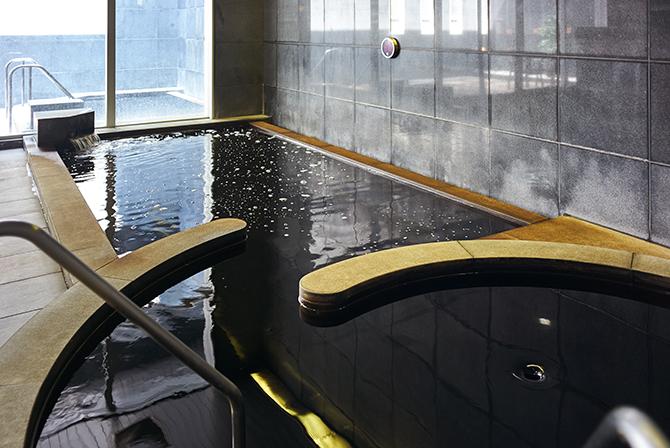 東京サーハウスにある黒湯の天然温泉