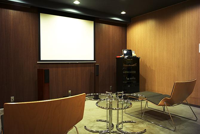 東京サーハウスのシアタールーム