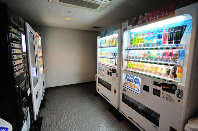 ブラウシアの一角にある自販機コーナーの写真