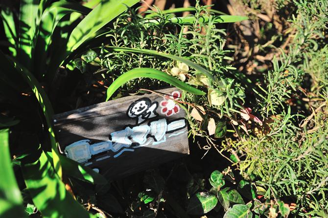 ブラウシアの植栽内の木札の写真