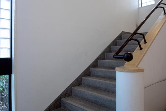 アトラス江戸川アパートメント内の階段