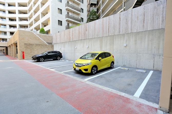 プラウド駒込の駐車場