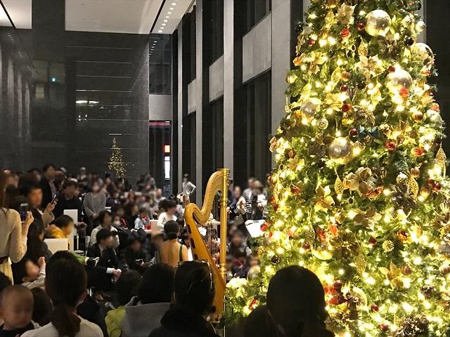 グランドエントランスで開催されたクリスマスツリー点灯式