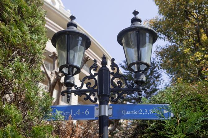 レイディアントシティ横濱 ル・グランブルーの街灯やサイン