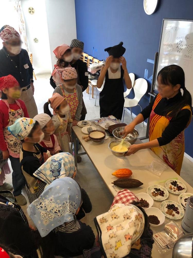 レイディアントシティ横濱の「本物の手作りチョコ作りセミナー」の様子