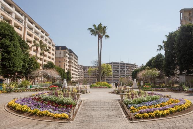 レイディアントシティ横濱内の花壇