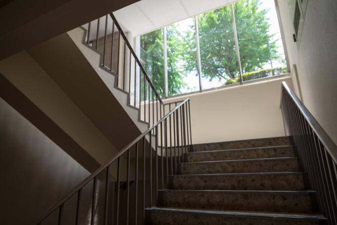 湯島ハイタウンの階段