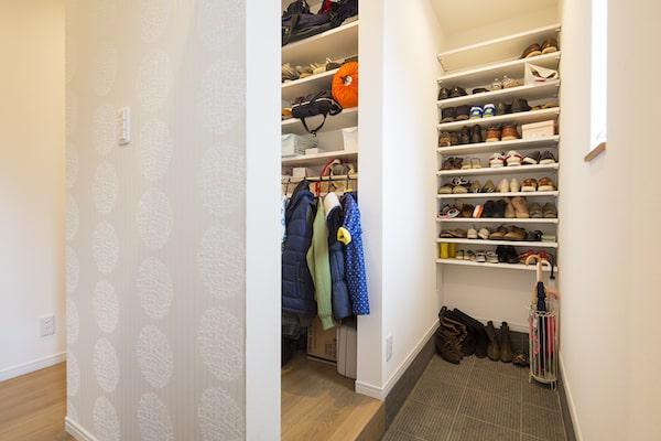 コートやジャケットを収納できる玄関